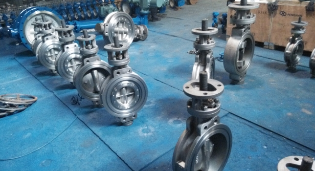 Surface-clean-of-butterfly-valve-ready-for-painting
